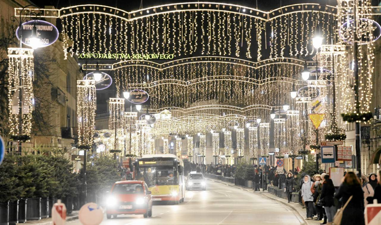 Take a walk around Warsaw decorated with Christmas lights